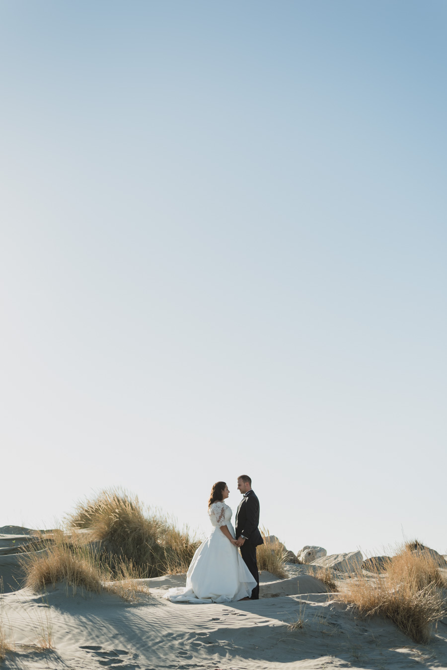 trash the dress photo couple plage mer