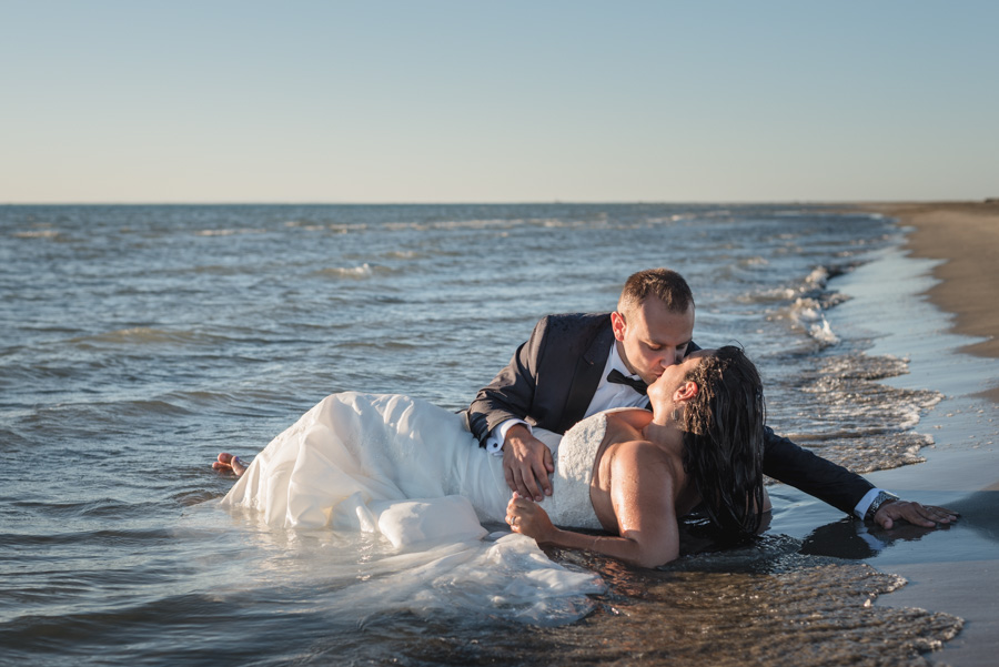 trash the dress plage mer kristian photo photographe mariage marseille aix en provence
