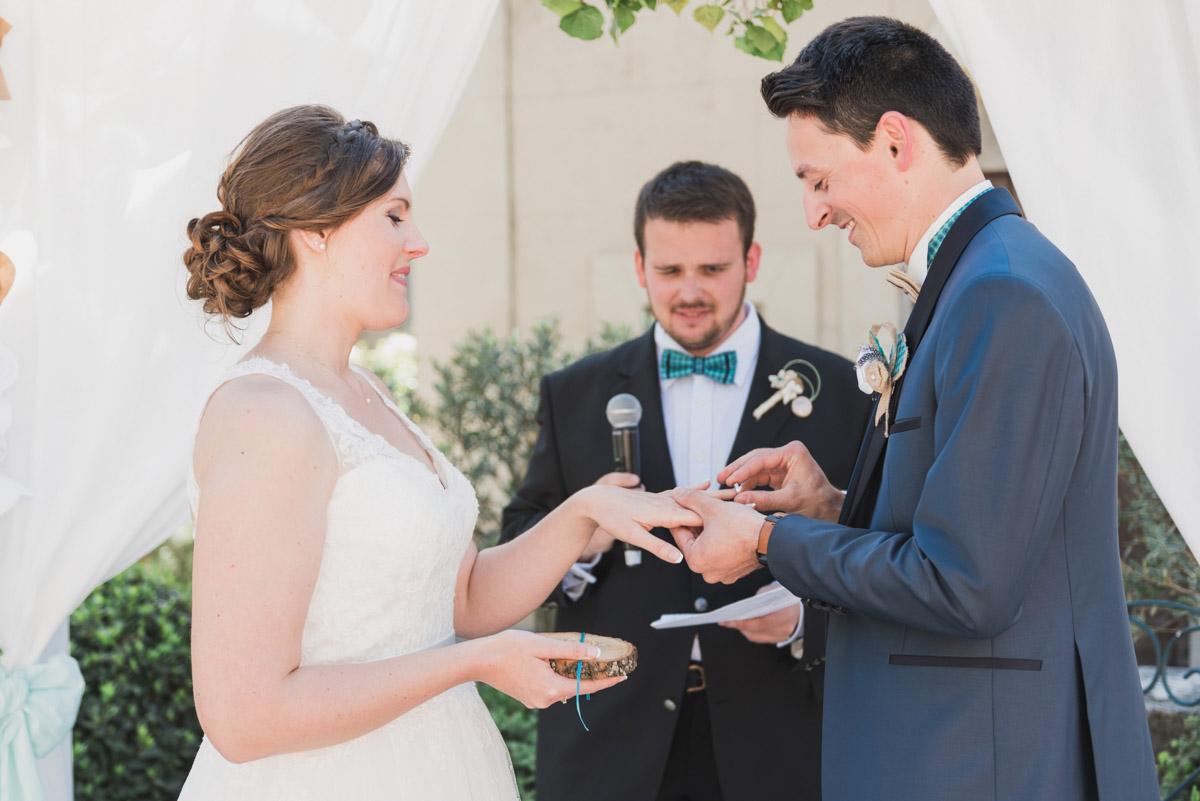 cérémonie laique blanche fleur mariage en provence vaucluse photographe mariage kristian photos
